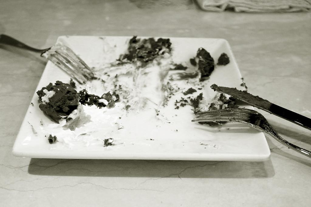 retreat-eat-cake-bw